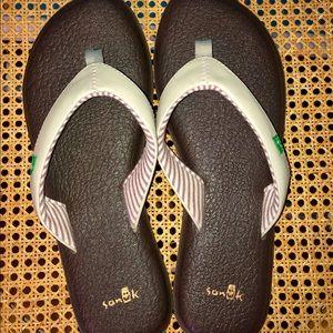 Sanuck yoga Chakra flip flop sandal size 8 NWOT